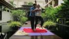 Участница Пацанки за границей практикует парную йогу