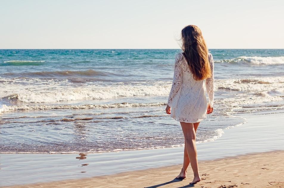 Девушка на пляже Доминиканы